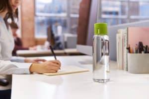 butelka licząca wode